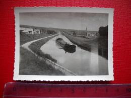Photo Originale D' Une Péniche A Localiser . Prise En Haut D'une écluse . - Barche