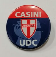 UDC  CASINI  LIBERTAS. PIN'S SPILLA A BOTTONE  PARTITO  POLITICA VOTAZIONI - Associations