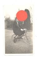 Photo ( +/- 8 X 13 Cm ) Humour, Gag, Dame Sur Un Vélo Trop Petit.- Femme Cycliste,... (b275) - Plaatsen