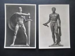 Foto AK Deutsches Reich 1940er Jahre München Haus Der Deutschen Kunst Photo Hoffmann 2 Skulpturen / Krieger - Sculptures