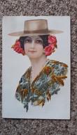 CPA BRODEE ESPAGNOLE AUTOUR 1919 CHAPEAU FLEURS BRODERIE HABIT   2 BANDES COLLEES AU DOS - Embroidered