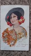 CPA BRODEE ESPAGNOLE AUTOUR 1919 CHAPEAU FLEURS BRODERIE HABIT SOUVENIR D ESPAGNE  2 BANDES COLLEES AU DOS - Embroidered