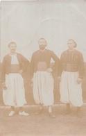¤¤  -  ALGERIE  -  Carte-Photo   -  COLEA  -  Trois Militaires En 1908   -   Zouaves ??   -   ¤¤ - Algérie