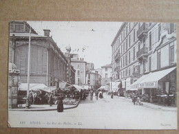 Nimes . La Rue Des Halles - Nîmes