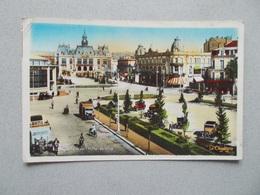 VICHY (03 Allier )L ESPLANADE DE L HOTEL DE VILLE ANIMEES VIEILELS AUTOS CAMIONS VOYAGEE 1933 - Vichy
