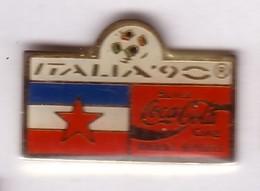 C276 Pin's Football Coupe Monde Italie Coca Cola Coke Drapeau Yougoslavie Achat Immédiat - Coca-Cola