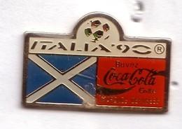 C270 Pin's Foot Football Coupe Monde Italie Coca Cola Coke Drapeau Ecosse Scotland Achat Immédiat - Coca-Cola