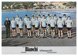 CARTE CYCLISME GROUPE TEAM BIANCHI 1977 FORMAT 16,7 X 24 - Cyclisme