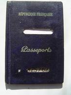 PASSEPORT 1962 : PAPEETE / TAHITI / OCEANIE ( FRANCE ) Cachets & Timbre Taxe Sejour & Fiscal 32 Francs - Documents Historiques