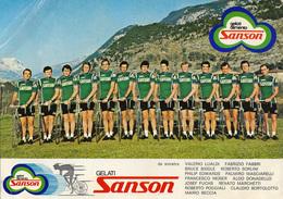 CARTE CYCLISME GROUPE TEAM SANSON 1977 FORMAT 17 X 24 ( DETERIORÉE PARTIE SUPERIOR GAUCHE, VOIR PHOTO DEL ANNONCE ) - Cyclisme