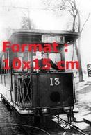 Reproduction D'une Photographieancienne D'une Conductrice D'un Tramways à Versailles En 1916 - Reproductions