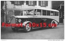 Reproduction Photographie Ancienne D'un Bus Saurer Numéro 7 Garé Devant Une Maison - Repro's