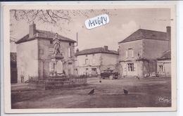 MOUSSAC-SUR-VIENNE- PARTIE DE LA PLACE ET MONUMENT AUX MORTS - Francia