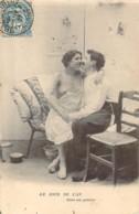 Le Jour De L'An Dans Un Grenier Jolie Dame Au Sein Nu Sur Les Genoux De Son Amoureux - Vintage Romance < 1960