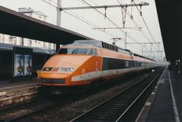 Aix Les Bains (73)  Mars 1992 -  TGV PSE N°27 - Stations With Trains