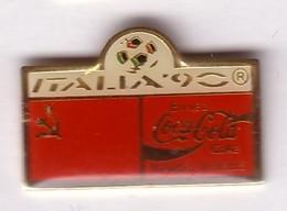 C261 Pin's Foot Football Coupe Monde Italie Coca Cola Coke Drapeau Achat Immédiat URSS Russie - Coca-Cola