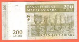 MADAGASCAR - 200 Ariary  De 2003 - Pick 87 - Madagascar