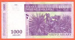 MADAGASCAR - 1.000 Ariary  De 2003 - Pick 89 - Madagascar