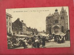 CPA Abîmée  -  Le Neubourg -(Eure) - La Place Un Jour De Marché - Le Neubourg