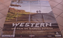 AFFICHE CINEMA ORIGINALE FILM WESTERN + 8 PHOTOS EXPLOITATION MANUEL POIRIER Sergi LOPEZ 1997 TBE - Posters