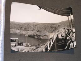 RHODESIA AND NYASALAND - MAY 11 TO 30 1960 - VISIT OF H.M. QUEEN ELISABETH - KARIBA MAY 17,1960 - PHOTO RDK HADDEN - Célébrités
