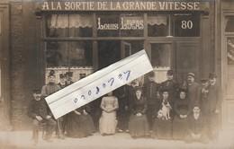"""Café-Restaurant """" A LA SORTIE DE LA GRANDE VITESSE """" - On Pose Devant La Maison Louis LUCAS Au 80 ....   ( Carte-photo ) - Hotels & Restaurants"""