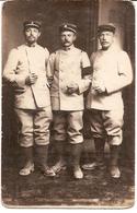 Carte Photo Militaire 1914 1918 Douane 3 Douaniers BH Stuttgart (1 Identifié) Pouru-aux-Bois Sedan Ardennes - Marville - Matériel