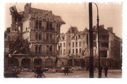 REF 472 : CPA 44 NANTES Après Les Bombardements Place De L'hotel De Ville - Nantes