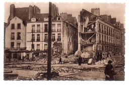 REF 472 : CPA 44 NANTES Après Les Bombardements Place Du Bouffray - Nantes