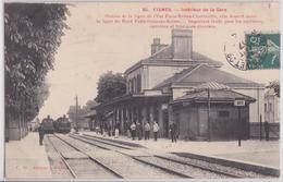 FISMES (51 Marne) - Intérieur De La Gare Train - Fismes