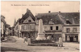 S4376 Cpa 23 Auzances - Le Monument Et Rue De L'Eglise - Auzances