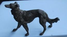Statuette Chien Lévrier Régule - Sculpturen