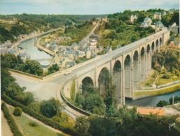 *** CALENDRIER 1975***  DINAN  Le Viaduc   14x20cm --carte Postale Géante Calendrier Au Dos Offert  éditions  YVON - Grand Format : 1971-80
