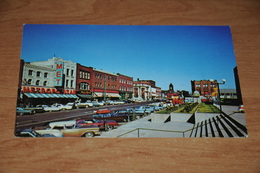2933-          CANADA, PRINCE EDWARD ISLAND, LOOKING UP QUEEN STREET FROM CONFEDERATION CENTRE - Ile Du Prince-Édouard