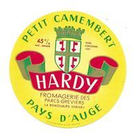 ETIQUETTE De FROMAGE..Petit CAMEMBERT PAYS D'AUGE..Hardy..Fromagerie Des Parcs Greviers à LE RENOUARD ( Orne 61). - Cheese
