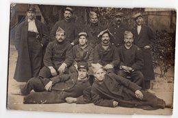GROUPE DE SOLDATS SUR UNE CASQUETTE N° 115   TRES  BEAU PLAN     CARTE PHOTO ECRITE  D AVIGNON 1917 - Personen