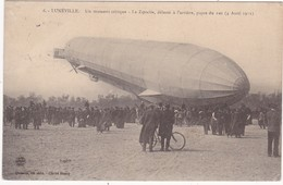 54 : LUNEVILLE : Zeppelin : Un Moment Critique Le Zeppelin, Délesté à L'arrière, Pique Du Nez - ( Belle Animation ) - Dirigibili