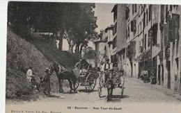 BAYONNE (64). Rue Tour-de-Sault. Attelage Cheval, Attelage Ane. Etat Moyen - Bayonne