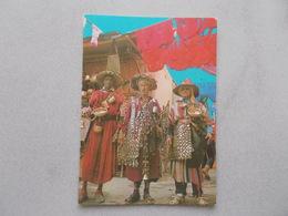 MARRAKECH ( MAROC ) SOUK TEINTURIERS VENDEURS D EAU  BELLE ANIMATION VOYAGEE 1985 - Marrakesh