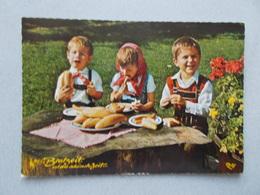 CP AUTRICHE  HUMOUR  FANTAISIE 3 ENFANTS EN HABITS  DEGUSTANT DES BONS CASSE CROUTES  VOYAGEE - Fancy Cards