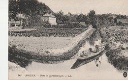 AMIENS (80). Dans Les Hortillonnages. Jardinier Dans Sa Barque - Amiens