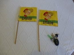 Lot 2 Drapeaux SPIROU Tour De France, Années 1950/60 ; AFFI04 - Publicités