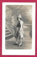 CARTE PHOTO 14 X 9 Cm Années 1930..FEMME Déguisée (PIN UP)..Fonds Photographique De BOURGAULT De FLERS De L'ORNE (61) - Pin-ups