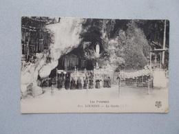 LOURDES (65 Hautes Pyrenees )  LA GROTTE  TRES ANIMEES  VOYAGEE 1926 - Lourdes