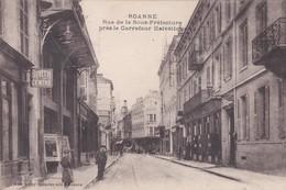 Cpa. Roanne- Rue De La Sous-préfecture Près Le Carrefour Helvetique (buvette Du Centre) - Roanne