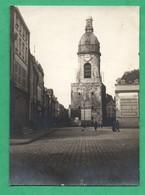Photographie Ancienne 80 Somme  Amiens Le  Beffroi Avec Panneaux De Publicité  ( Format 7,7cm X 10,7cm ) - Places