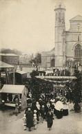 Photo:  AUCHY LES HESDIN,  Procession Eglise , Photo D'une Ancienne Carte Postale, 2 Scans - Lugares