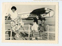 Snapshot Avion à Situer Identifier Streamline Aeroport Pose Femme Woman Legs Shoe Fetish 50s Pin-up Sexy Enfant Superbe - Anonymous Persons