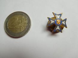 Bel Insigne De Boutonniére ( No Pin's ) , Armée Militaire ?? Croix De Malte - Militair & Leger