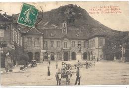 147. LE JURA ILLUSTRE . SALINS-LES-BAINS . PLACE DE L'HOTEL DE VILLE . CARTE ANIMEE ATTELAGES . AFFR SUR RECTO 1-8-1915 - Autres Communes